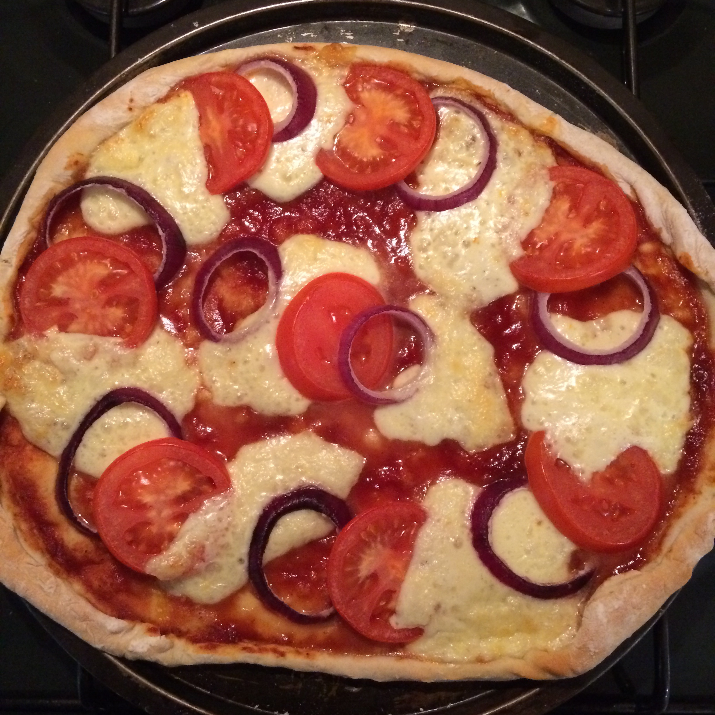 Tomato, mozzerella & red onion pizza